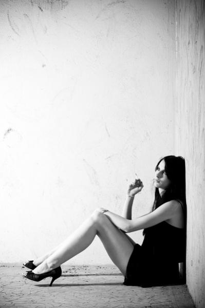http://  http://www.picturejockey.com/pblog/2008/10/t/window_girl_02.jpg200150